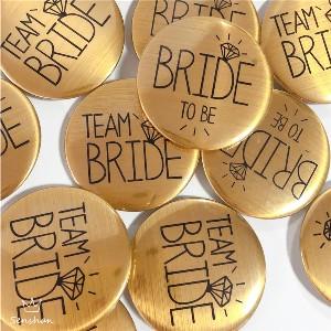 Button voor vrijgezellenfeest vrouwen team en bruid